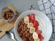 Granola casera con fruta y yogur. Foto: Belinda I. Gómez