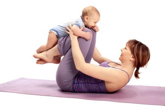 El pilates en familia mejora tu salud y la de tu familia. Foto: Shutterstock.