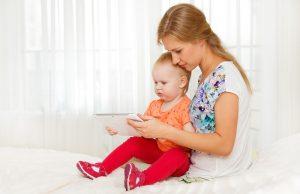 Enseñar a utilizar dispositivos móviles es fundamental para los niños. Foto: Shutterstock